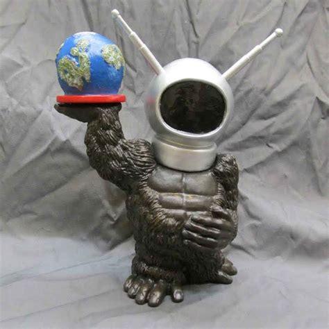 robot monster robo boy   tall designer vinyl