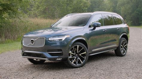 volvo xc packs style  technology
