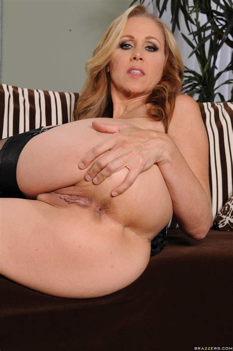 Julia Ann Is Posing In Erotic Lingerie Photos Brick