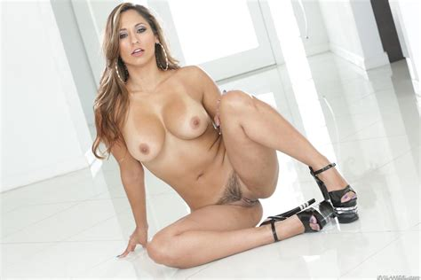 Reena Sky Bio Life And Pics The Lord Of Porn