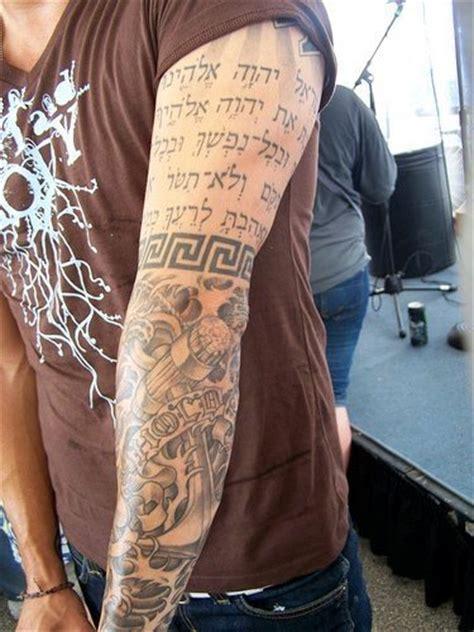 hebraeische tattoos mit juedische schriften