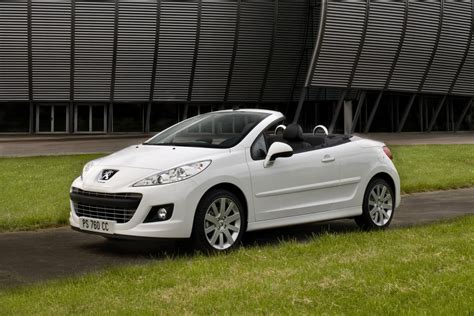 Peugeot Cc by Peugeot Reportedly Preparing 208 Cabriolet With Soft Top