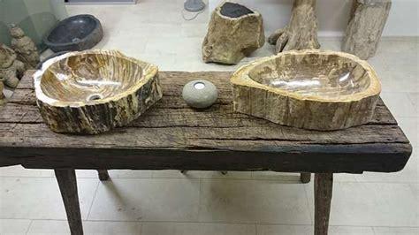 Steinwaschbecken Mit Tisch by Versteinertes Holz Als Tischplatte Oder Waschbecken 3 Bis