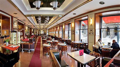 Café Slavia, Prague