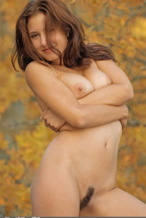 Oleeta Poses Nude Outdoors On A Beautiful Fall Day For