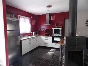 cuisine rouge bordeaux cuisine rouge accents blancs idees With idee deco cuisine avec cuisine couleur rouge bordeaux