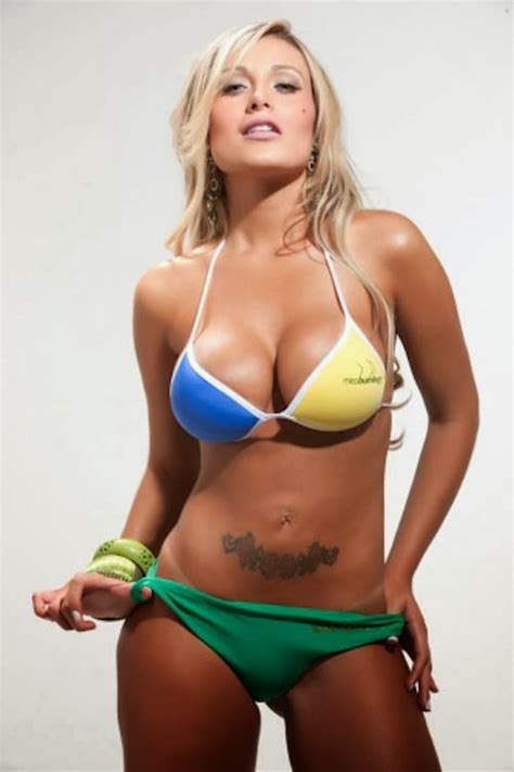 Ramblings of a Semi Mad Man  Hottie of the Day   Andressa Urach