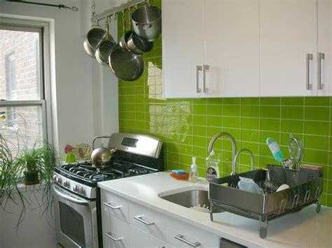 contoh keramik dinding dapur warna hijau interior rumah