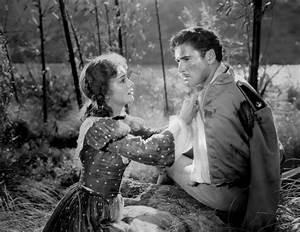 Olivia de Havilland: Muses, Cinematic Women | The Red List