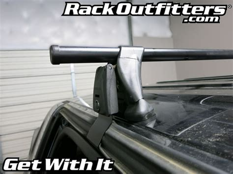 chevrolet avalanche yakima  tower  bar roof rack
