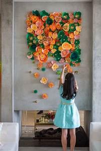 Wand Mit Bildern Gestalten : wand bild gestalten mit bunten papierblumen evtl als gemeinschaftswerk do it yourself ~ Markanthonyermac.com Haus und Dekorationen