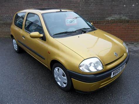 renault clio 2000 used renault clio car 2000 yellow petrol 1 2 mtv 3 door