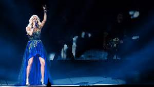 Carrie Underwood On Fire In Sunday Night Football Open ...