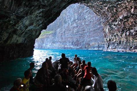 Napali Coast Boat Tours Winter by Napaliriders For A Kauai Sea Cave Tour On A Raft
