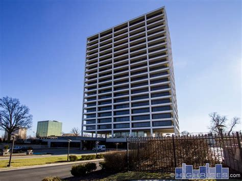 One Park Place Condos of Kansas City   700 W. 31st St. Condos