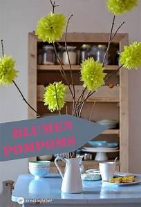 Servietten Falten Frühling : diy blumen pompoms bastelideen im fr hling blumen basteln blumen und basteln ~ Eleganceandgraceweddings.com Haus und Dekorationen