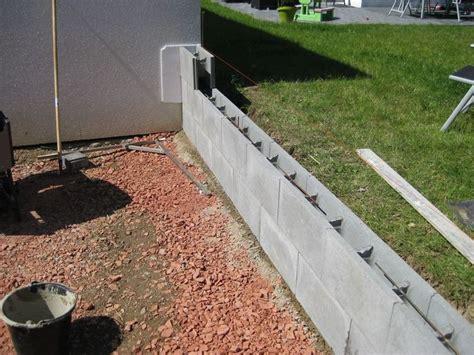 steine zum ausbetonieren garten mauer f 252 r terrassen suche terassen mauer sidewalk