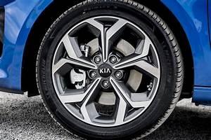 Kia Ceed  2020  Interior Layout  Dashboard  U0026 Infotainment