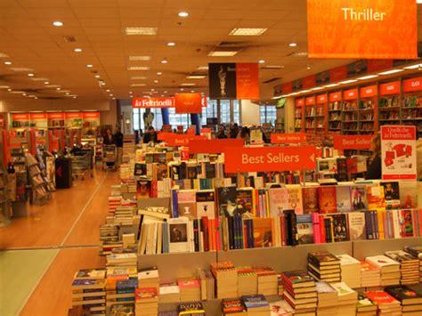 la feltrinelli librerie natale 2014 volontariato in libreria e lavoro nei negozi