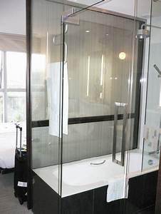 Badewanne Zum Duschen : badewanne mit dusche ~ Frokenaadalensverden.com Haus und Dekorationen
