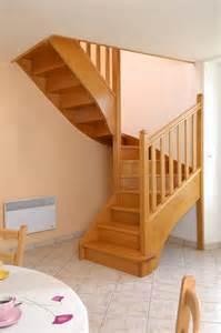 escalier 1 2 tournant en bois exotique sur mesure escaliers escaliers sur mesures classiques