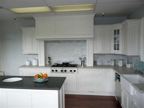 Kitchen Cabinets White Appliances And White (kitchen
