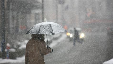 Piektdienas naktī un priekšpusdienā gaidāms lietus, valsts austrumos arī sniegs
