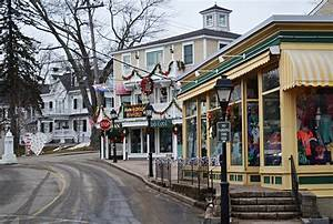 Kennebunkport, Maine, in Winter Paint the Town Red - New