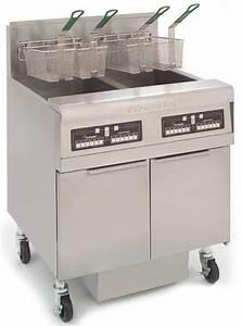 Frymaster Gas Fryer With Inbuilt Filter 793mm Split Pot 2