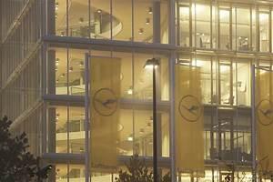 Lufthansa Aviation Center : erco licht entdecken work lufthansa aviation center ~ Frokenaadalensverden.com Haus und Dekorationen