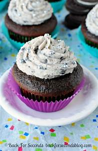 Chocolate Oreo Cupcakes with Cookies and Cream Frosting ...