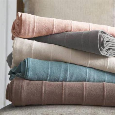 plaid canapé plaid taupe pour canape maison design modanes com