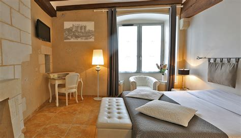 hotel chambre familiale tours hotel de charme le xii à luynes près de tours en