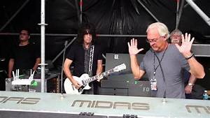 Foh Engineer Tommy Thayer Soundchecks In Quito Ecuador Youtube
