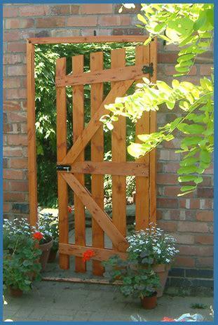 garden mirror illusion open garden gate ajar  amazing