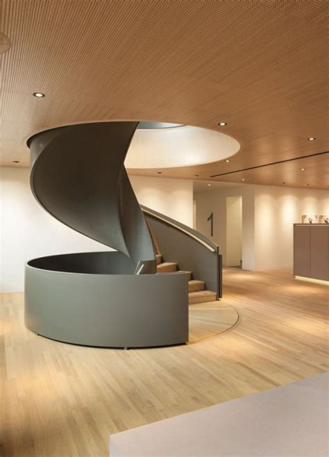 Moderne Und Kreative Innenraum Holztreppenwandregal Als Treppe by Gu 223 Eisen Spindeltreppe Modern Gel 228 Nder Massiv Ideen