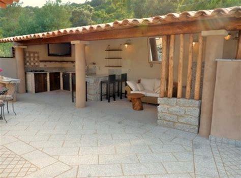photo cuisine exterieure jardin cuisine d 39 été extérieure avec un coin repos recherche
