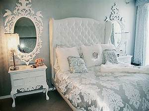 Silver bedroom ideas silver and white bedroom tumblr for Black silver and white bedroom ideas