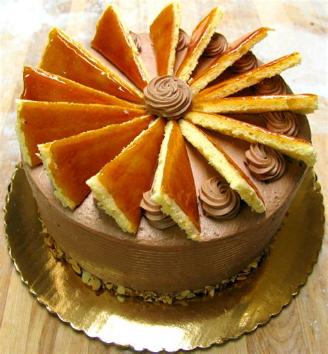Bennison's Bakery - Specialty Tortes & Cakes