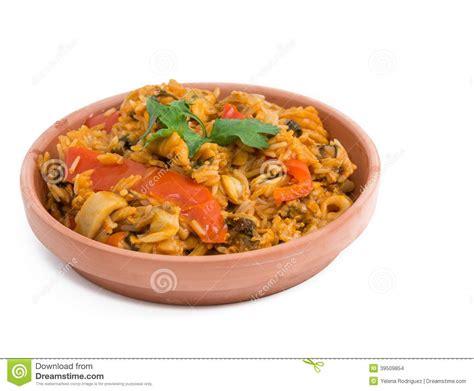 fond blanc cuisine style cubain de paella de cuisine au dessus du fond blanc photo stock image 39509854