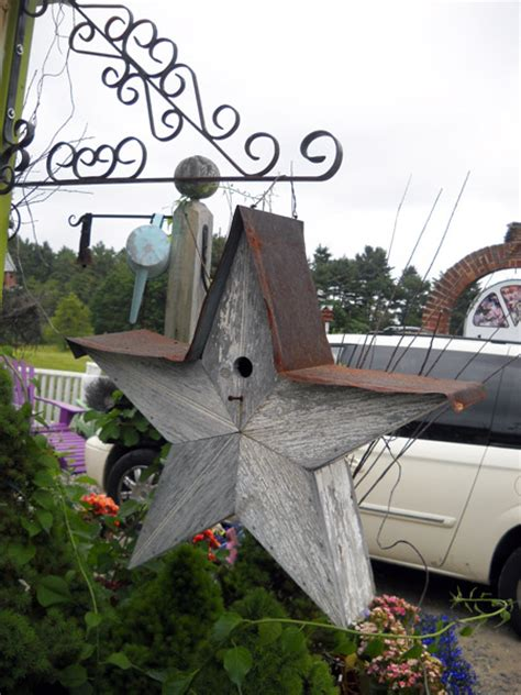 garden birdhouses attract birds to gardens