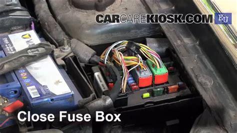 Citroen C3 Fuse Box 2006 by Replace A Fuse 2001 2006 Citroen Xsara 2005 Citroen