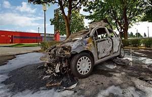 Carcasse De Voiture : 14 juillet pr s de 600 voitures incendi es en l g re hausse par rapport 2016 ~ Melissatoandfro.com Idées de Décoration