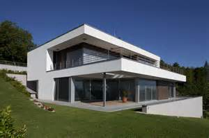 plan maison contemporaine sur terrain en pente