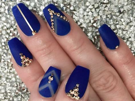 7 Unforgettable Short Coffin Nails Ideas | NailDesignsJournal.com
