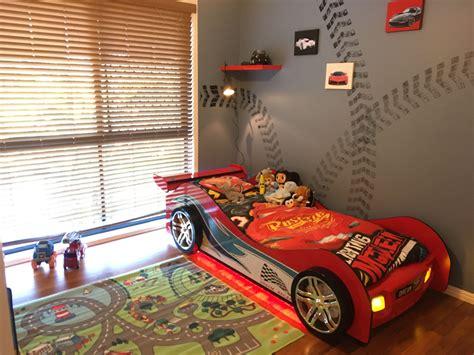 racing theme room    year  boy room bedroom