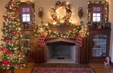 Cozy Christmas Home Decor: Cosy Christmas Cottages : Our Old Skinny Tree Fits In