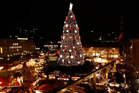 where is the biggest chistmas tree in the whole world around the world photo on sunsurfer