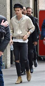 Harry Styles 2017 Fashion: One Direction to Solo Album ...