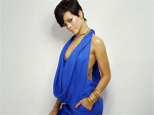rihanna images rihanna in blue outfit company mag With maquillage robe bleu